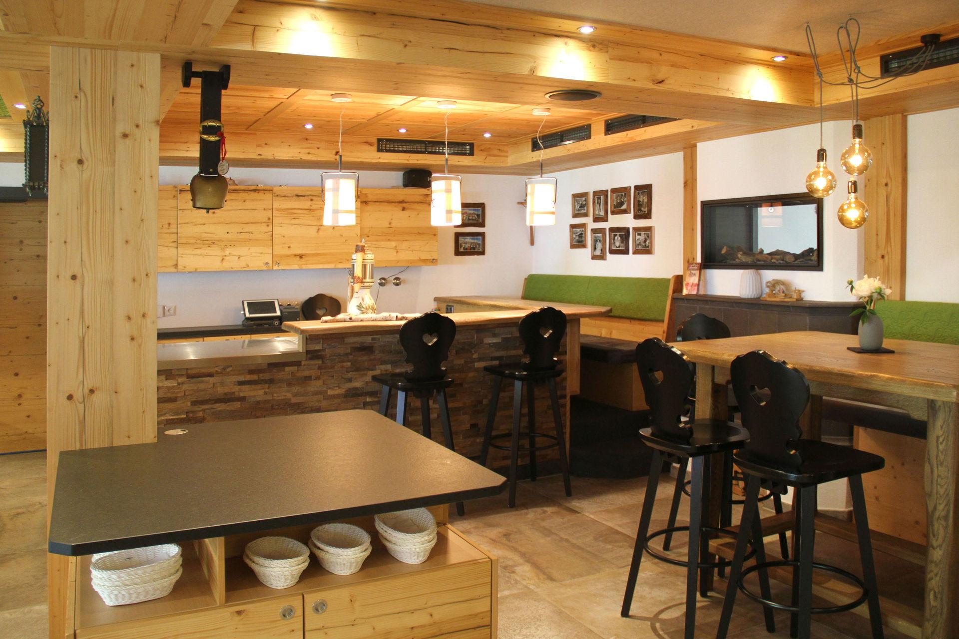 KOMPLETT-EINRICHTUNGEN Gastronomie - Restaurant, Bar, Buffet